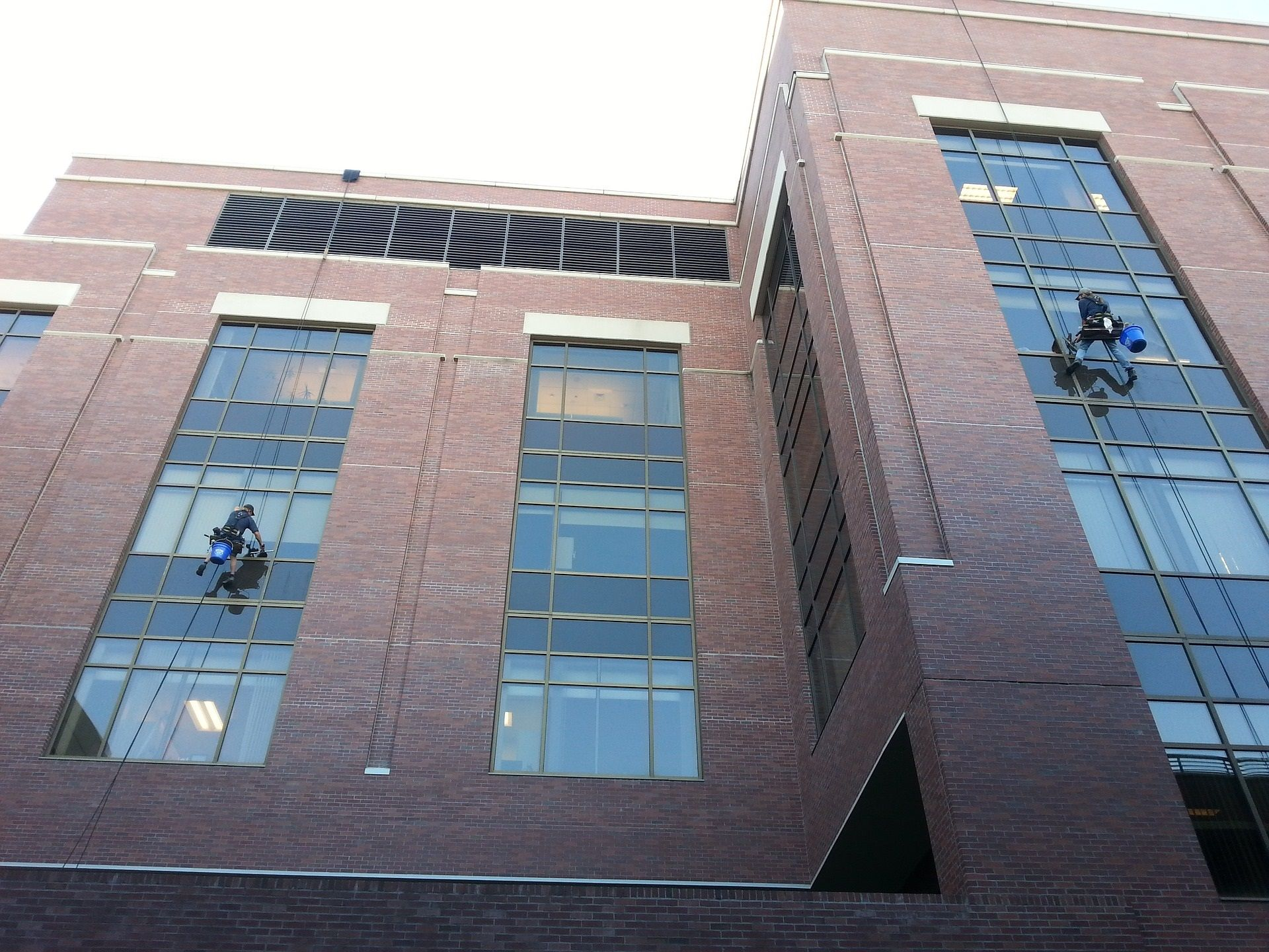 k-window-cleaners-943047_1920